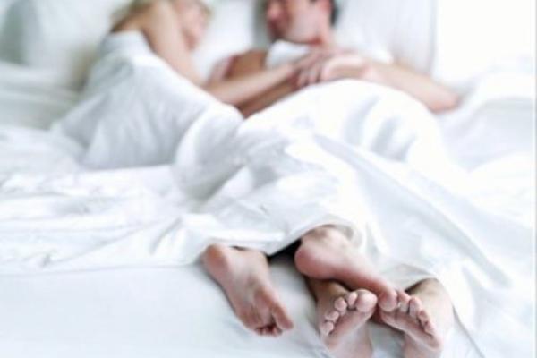 Como-evitar-las-erecciones-matutinas